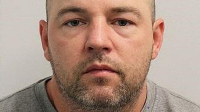 Kết án chung thân kẻ hiếp dâm hàng loạt nguy hiểm nhất nước Anh - Ảnh 1.