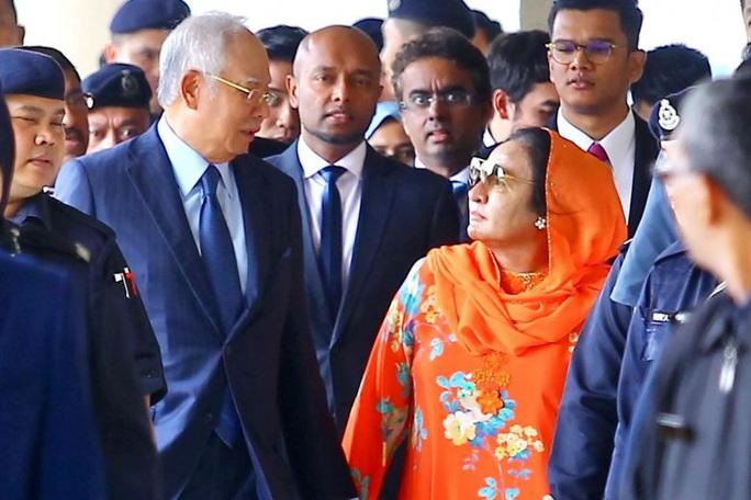 Cựu thủ tướng Malaysia từng chi hơn 130.000 USD mua đồng hồ cho vợ - Ảnh 1.