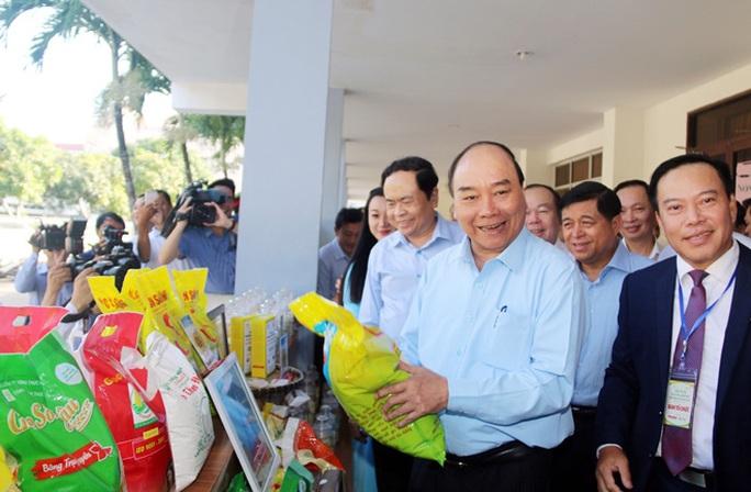 Hơn 2.000 câu hỏi của nông dân gửi Thủ tướng Nguyễn Xuân Phúc - Ảnh 1.