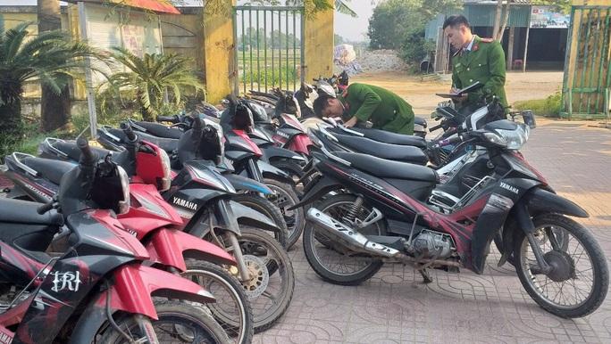 Lên mạng học cách bẻ khóa rồi rủ nhau đi trộm xe máy - Ảnh 2.