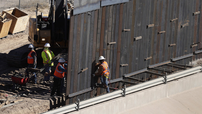 Kế hoạch xây tường của ông Trump lại gặp khó - Ảnh 1.