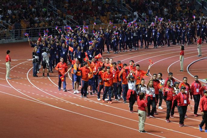 Bế mạc SEA Games 30: Ánh Viên được vinh danh, Việt Nam nhận cờ đăng cai SEA Games 31 - Ảnh 3.