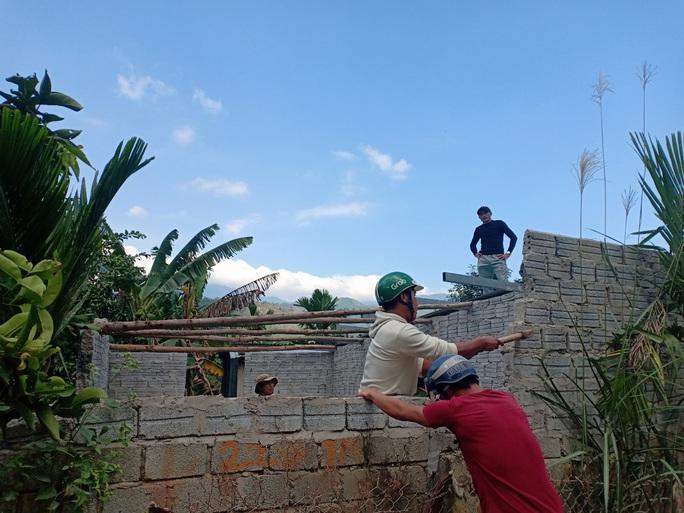 Đà Nẵng: Cưỡng chế tháo dỡ hàng loạt nhà ma trái phép chờ đền bù - Ảnh 2.