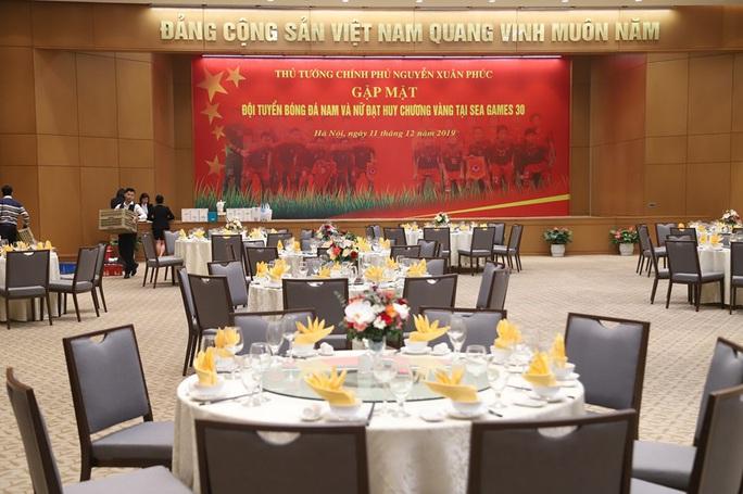 Thủ tướng Nguyễn Xuân Phúc chiêu đãi các cầu thủ món gì? - Ảnh 4.