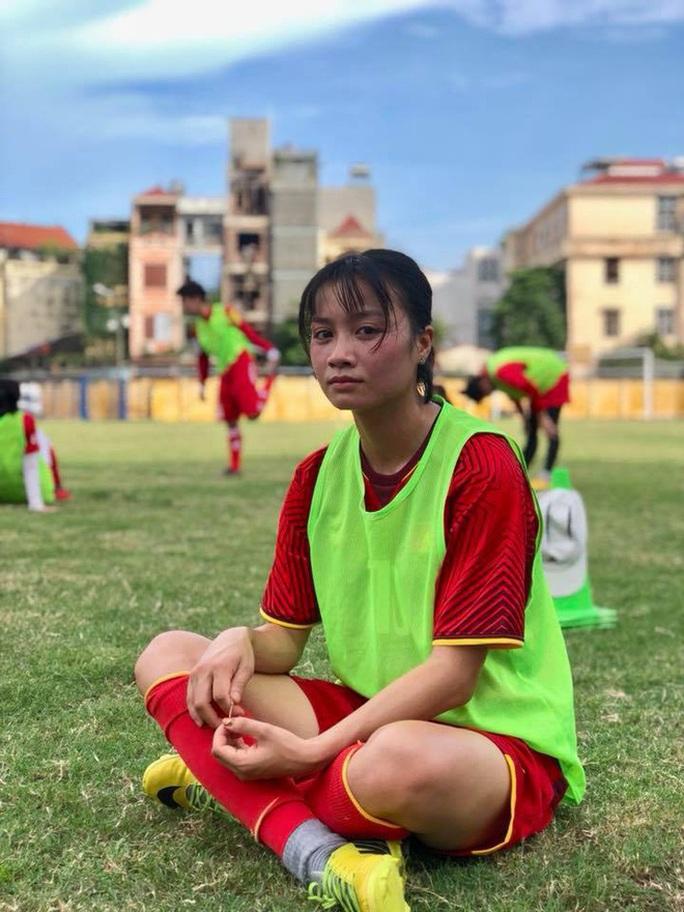 Điêu đứng với Hoàng Thị Loan - hoa khôi tuyển bóng đá nữ Việt Nam - Ảnh 2.