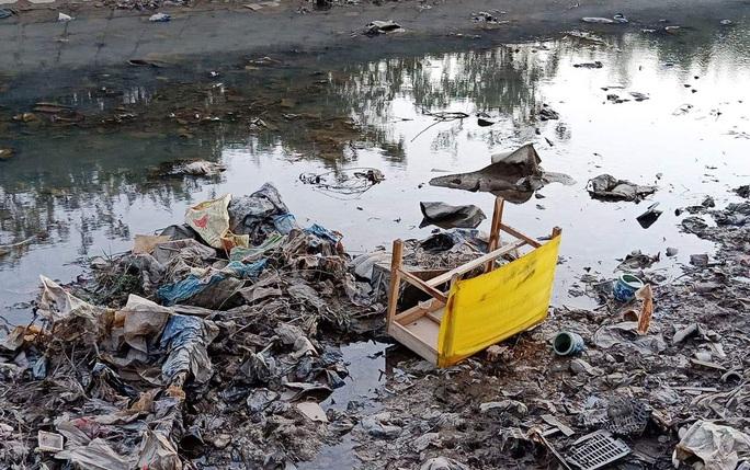 Giám đốc Sở TN-MT Thanh Hóa thừa nhận kênh dẫn nước rất bẩn và lo lắng khi uống vào cứ thấy béo ra - Ảnh 4.