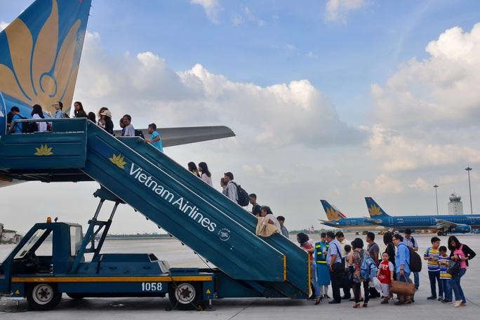 Bất ngờ vé máy bay Tết - Ảnh 1.