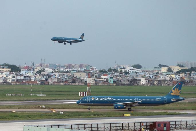 Mở bán thêm gần 70.000 vé bay Tết TP HCM đi các tỉnh thành với giá từ 199.000 đồng/chiều - Ảnh 1.