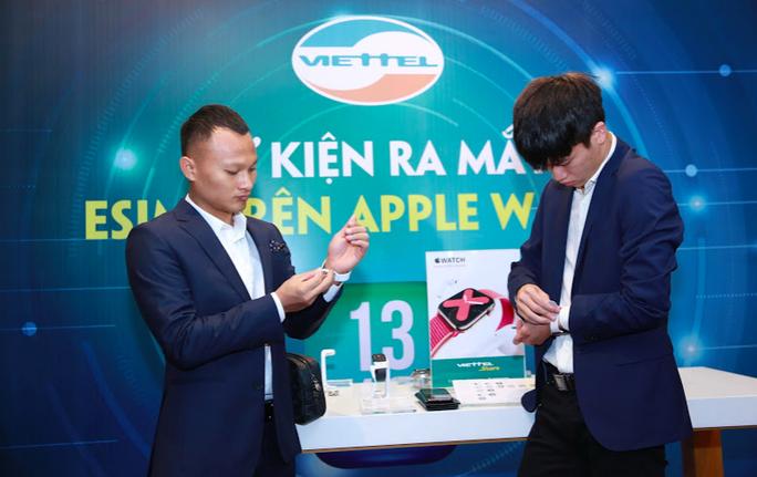 Trọng Hoàng, Quốc Trường hào hứng với Apple Watch - Ảnh 6.
