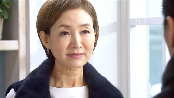 Nữ diễn viên gạo cội Hàn Quốc bị tai nạn xe hơi - Ảnh 2.