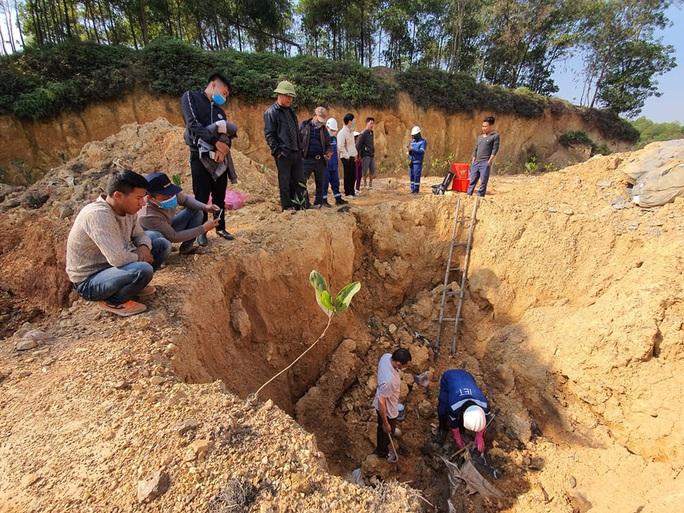 Công an điều tra vụ chôn hóa chất ở Sóc Sơn - Ảnh 1.