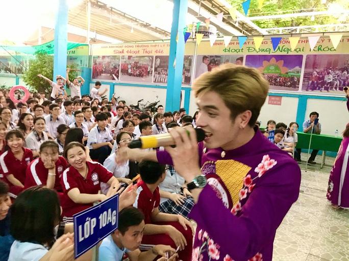 Nghệ sĩ Thanh Hằng xúc động vì học sinh yêu dân ca - Ảnh 4.