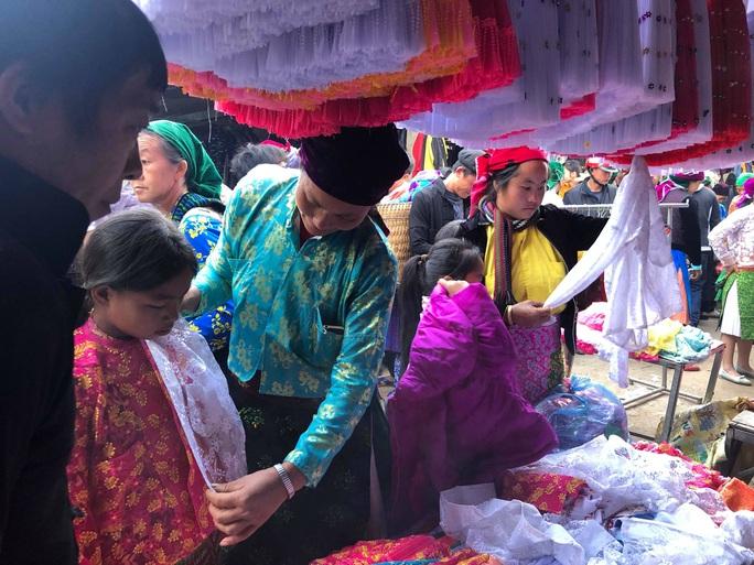 Đến Hà Giang khám phá vẻ đẹp đầy sắc màu của chợ phiên Đồng Văn - Ảnh 4.
