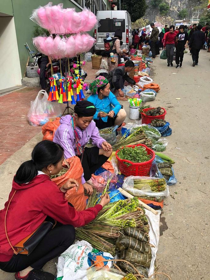 Đến Hà Giang khám phá vẻ đẹp đầy sắc màu của chợ phiên Đồng Văn - Ảnh 2.
