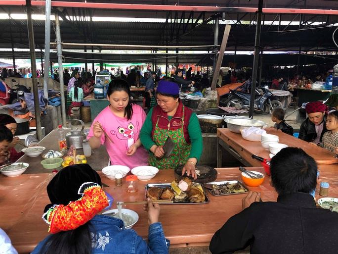 Đến Hà Giang khám phá vẻ đẹp đầy sắc màu của chợ phiên Đồng Văn - Ảnh 8.