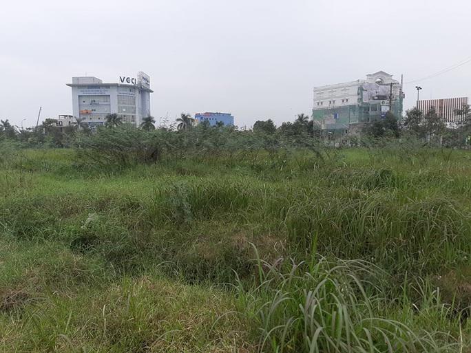 """Cận cảnh khu """"đất vàng"""" xây dựng trụ sở ngàn tỉ bỏ hoang của tỉnh nghèo Nghệ An - Ảnh 3."""