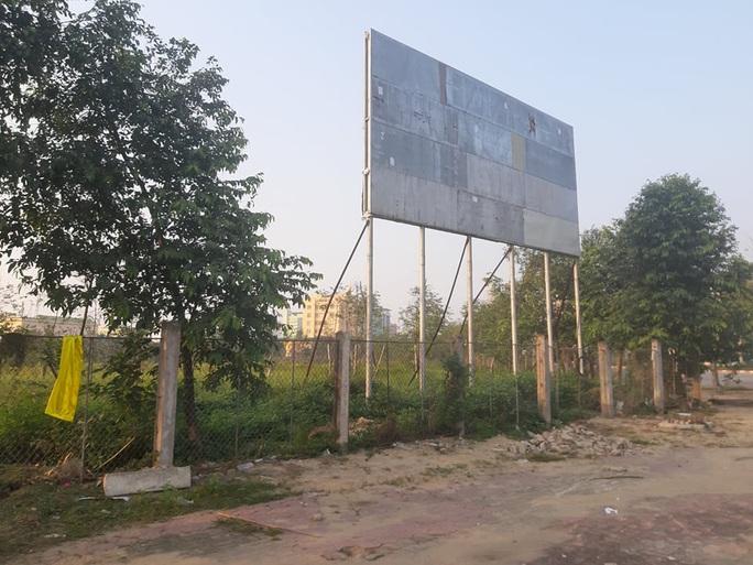 """Cận cảnh khu """"đất vàng"""" xây dựng trụ sở ngàn tỉ bỏ hoang của tỉnh nghèo Nghệ An - Ảnh 9."""