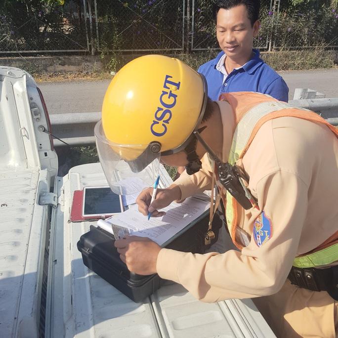 Hôm nay (15-12), bắt đầu tổng kiểm soát ôtô trên đường cao tốc - Ảnh 2.
