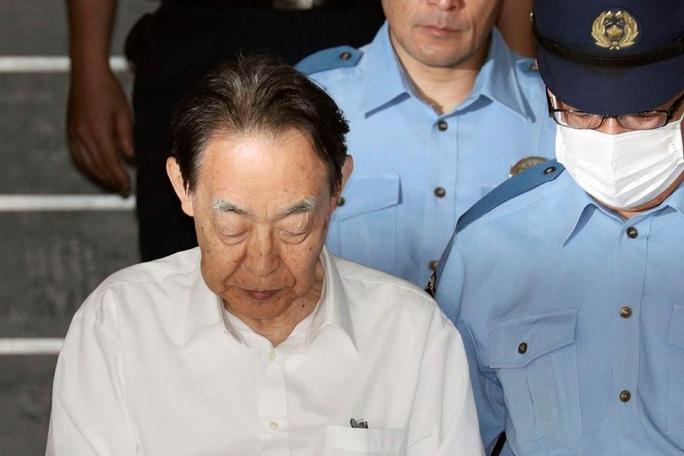 Đâm con trai hơn 30 nhát, cựu thứ trưởng Nhật Bản lãnh 6 năm tù - Ảnh 1.