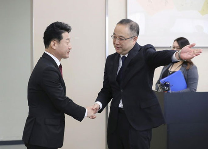Nhật - Hàn bắt đầu giải quyết tranh chấp thương mại - Ảnh 1.