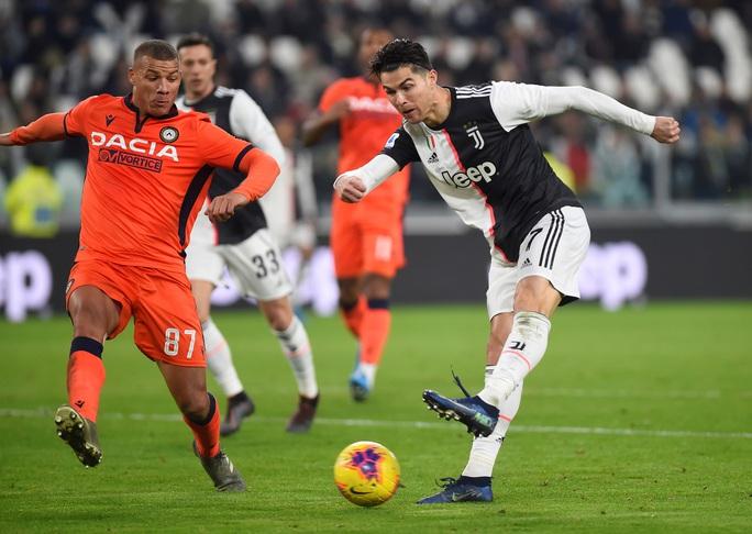 Ronaldo lập kỷ lục ghi bàn, Juventus bám sát ngôi đầu bảng - Ảnh 1.