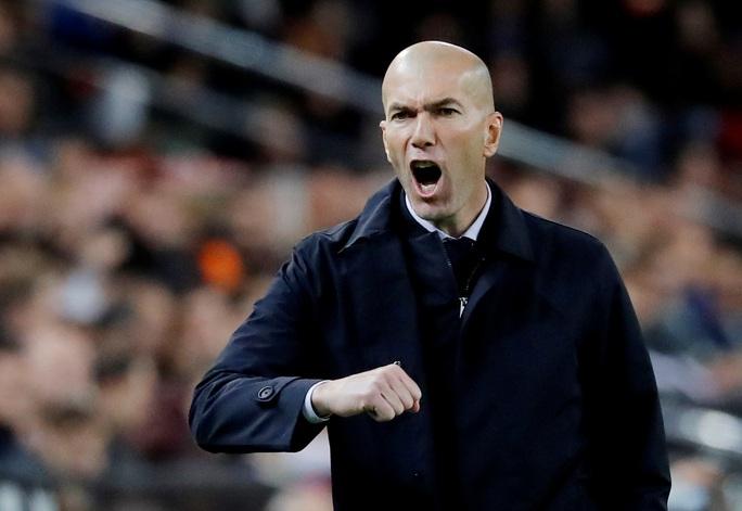 Thủ thành Courtois đánh đầu kiến tạo Benzema lập công giúp Real Madrid thoát thua - Ảnh 1.