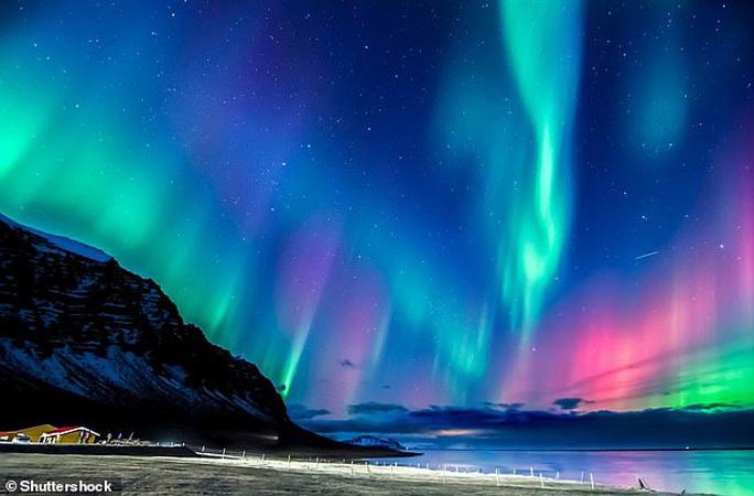 Bắc Cực trôi nhanh từ Canada sang Nga, trái đất sắp đảo ngược? - Ảnh 3.