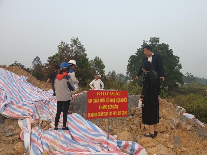 Vụ đổ chất thải nguy hại ở Hà Nội: Chủ tịch HĐQT hợp tác xã Môi trường xanh là chủ mưu - Ảnh 1.