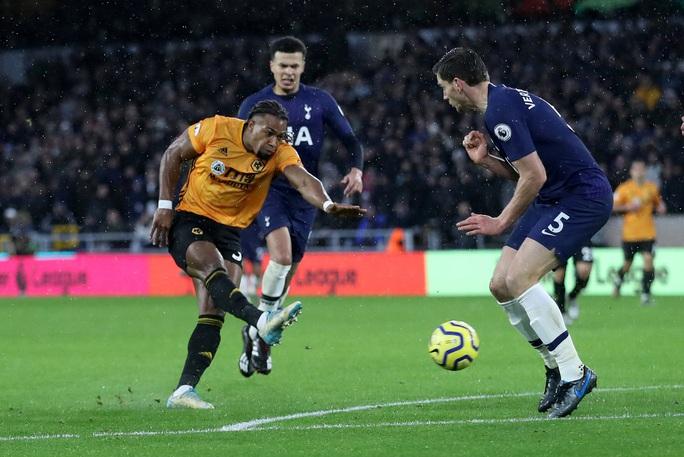 Tottenham thoát hiểm phút 90+1, Mourinho qua mặt… Man United - Ảnh 3.