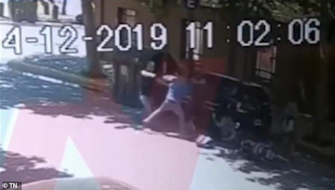 Triệu phú Anh bị cướp bắn chết trước khách sạn 5 sao ở Argentina - Ảnh 4.