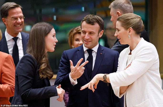 Ông Macron tươi cười cùng nữ thủ tướng trẻ nhất thế giới - Ảnh 3.