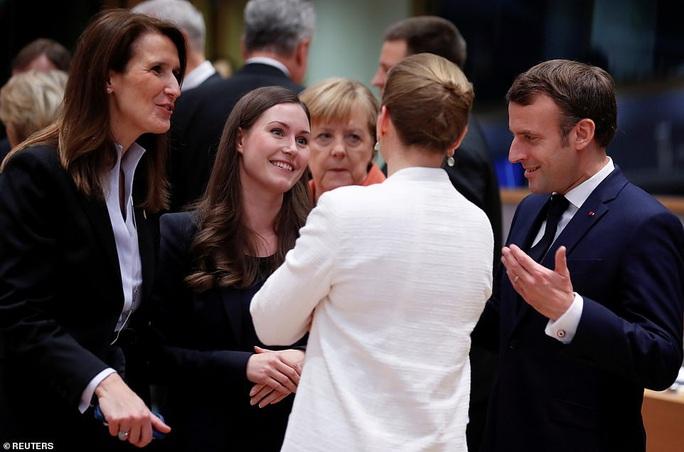 Ông Macron tươi cười cùng nữ thủ tướng trẻ nhất thế giới - Ảnh 4.