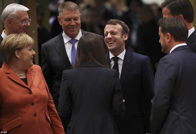 Ông Macron tươi cười cùng nữ thủ tướng trẻ nhất thế giới - Ảnh 6.