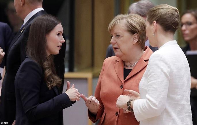 Ông Macron tươi cười cùng nữ thủ tướng trẻ nhất thế giới - Ảnh 7.