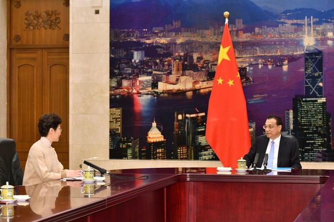 Lãnh đạo Hồng Kông đi nhận chỉ thị ở Bắc Kinh - Ảnh 2.