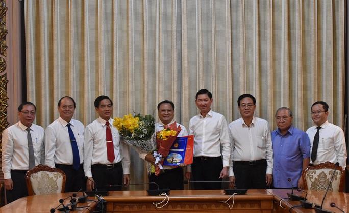 Ông Trần Phi Long chính thức làm Chủ tịch UBND quận 11- TP HCM - Ảnh 2.