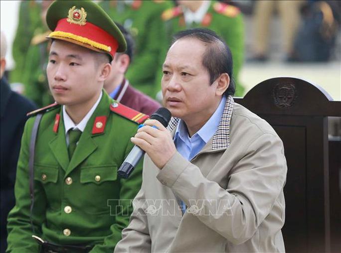Sức khỏe yếu, các bị cáo Nguyễn Bắc Son và Trương Minh Tuấn được ngồi để trả lời - Ảnh 5.