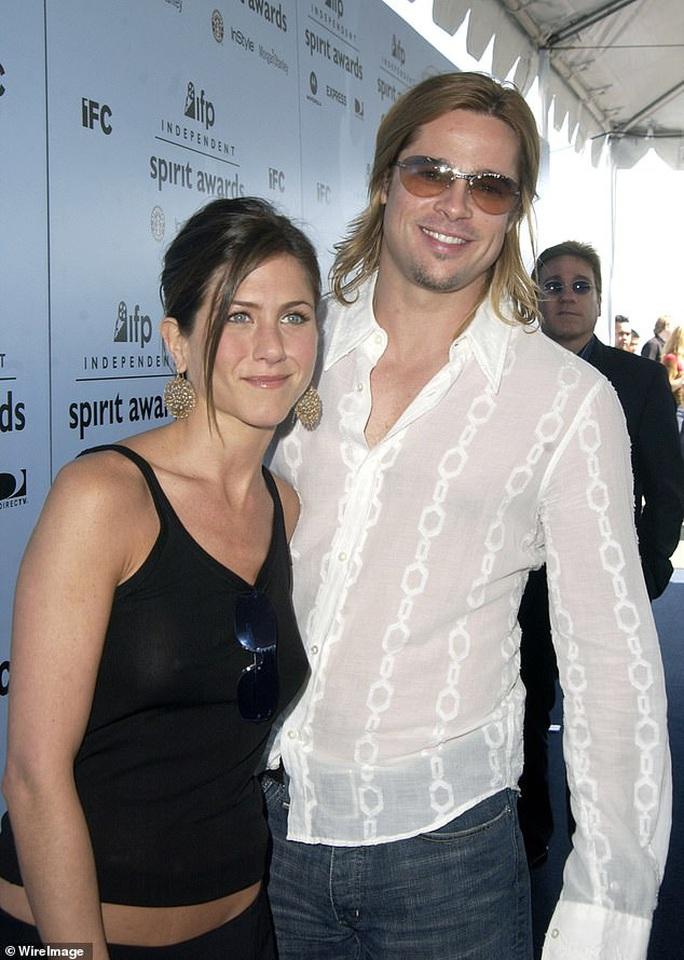 Brad Pitt lại dự tiệc tại nhà vợ cũ - Ảnh 2.