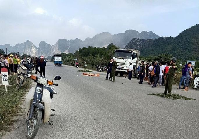 Trên đường đi học về, nữ sinh lớp 10 tử vong sau cú va chạm với xe tải - Ảnh 1.