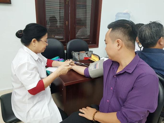 Hơn 1.000 tình nguyện viên tham gia hiến máu - Ảnh 1.
