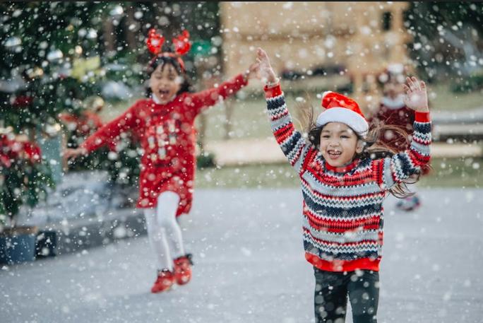 Đón tuyết rơi, nhận quà độc tại điểm check in thú vị mùa Giáng sinh - Ảnh 6.