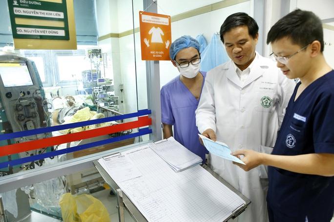 Vì sao khan hiếm thuốc Tamiflu điều trị cúm lúc lượng người mắc cúm A tăng cao? - Ảnh 2.