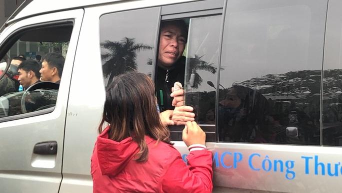 Vụ sản phụ tử vong, con nguy kịch ở Quảng Bình: Đưa cháu bé ra Hà Nội điều trị - Ảnh 2.