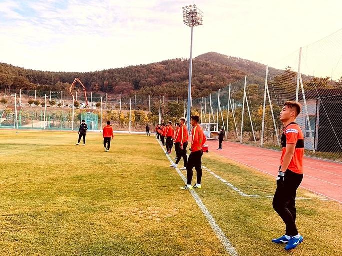 HLV Park Hang-seo lọt thỏm trong vòng vây báo chí Hàn Quốc - Ảnh 3.