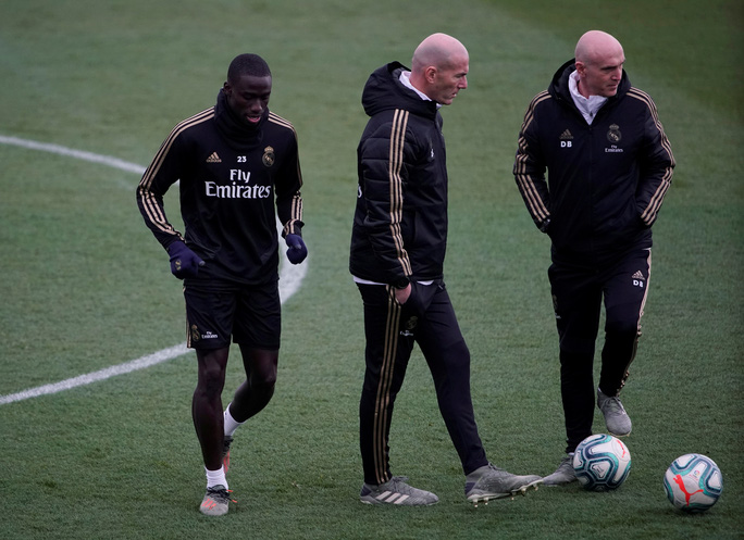 HLV Zidane: Real Madrid sẽ khóa chặt Messi - Ảnh 1.