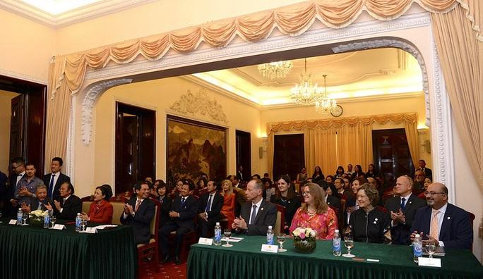 Trợ lý Ngoại trưởng Mỹ David Stilwell thăm Việt Nam - Ảnh 9.
