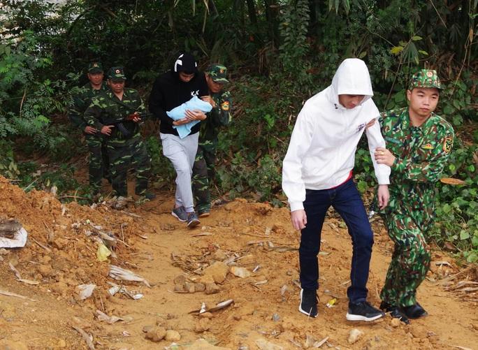 Tạm giữ hai người Trung Quốc định đưa trẻ sơ sinh qua biên giới bán - Ảnh 1.