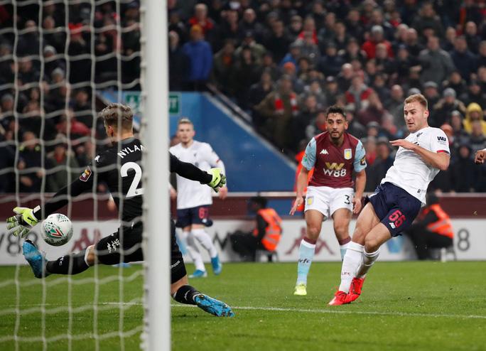 Chia quân đá cúp, Liverpool thua trận kinh hoàng ở Villa Park - Ảnh 2.