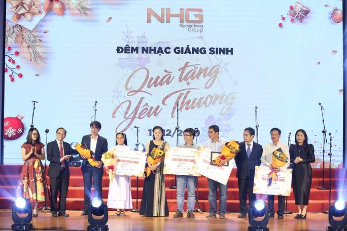 800 triệu đồng góp quỹ từ thiện từ đêm nhạc Giáng sinh NHG - Ảnh 3.