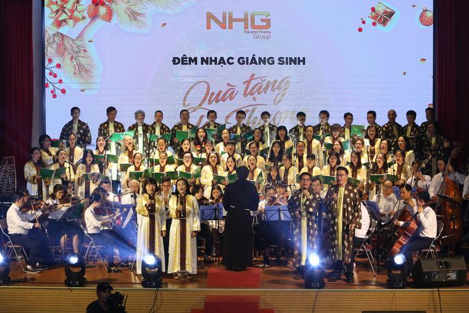 800 triệu đồng góp quỹ từ thiện từ đêm nhạc Giáng sinh NHG - Ảnh 1.